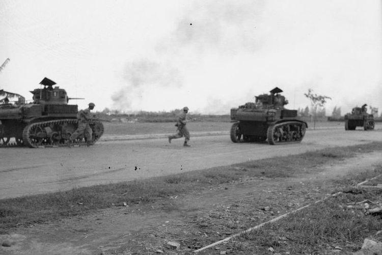 Pasukan AFNEI dengan tank menduduki Surabaya pada November 1945.