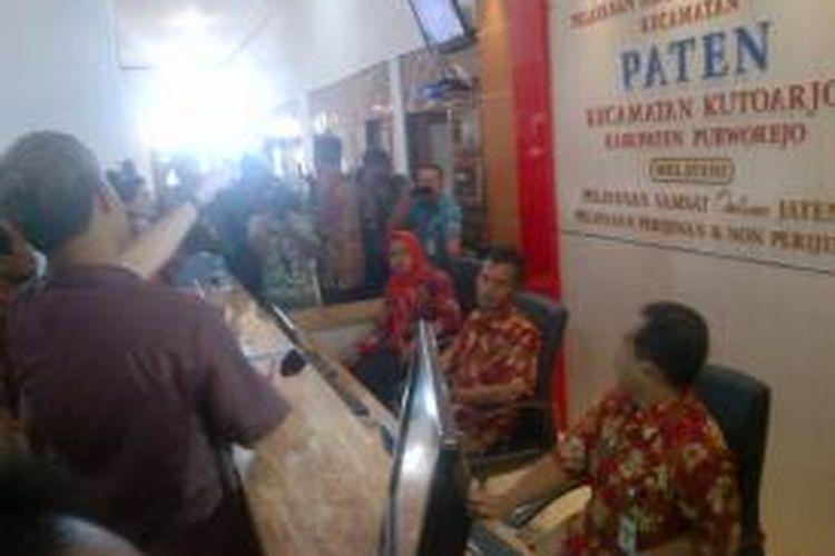Pemerintah Provinsi Jateng melaunching sistem Paten, untuk mendekatkan masyarakat membayar pajak kendaraan bermotor di kantor kecamatan.  Sistem Paten dilaunching di Kutoarjo, Purworejo, Jumat (30/10/2015)