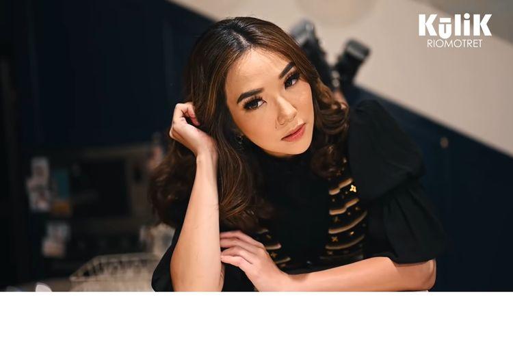 Gisella Anastasia menjalani sesi pemotretan bersama Rio Motret dengan harga outfit total senilai Rp 2 M.