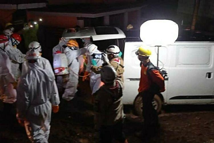 Tim SAR gabungan temukan seluruh korban longsor di Sumedang, Jawa Barat, Senin (18/1/2021). AAM AMINULLAH/KOMPAS.com