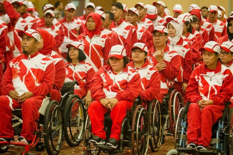 Atlet National Paralympic Commitee (NPC) mengikuti acara Pelepasan atlet NPC ke Asean Paragames 2017 di Hotel Dewangsa, Solo, Jawa Tengah, Selasa (12/9). Indonesia menurunkan 196 atlet National Paralympic Commitee (NPC) untuk 11 cabang olahraga pada Kejuaraan Asean Paragames 2017 di Malaysia 17-23 September mendatang. ANTARA FOTO/Mohammad Ayudha/Spt/17.