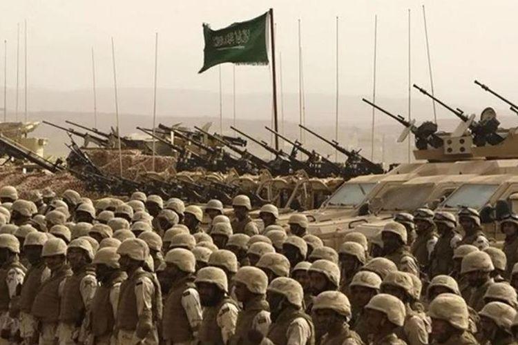 Barisan tentara militer Arab Saudi.