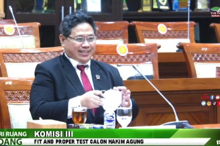 Calon hakim agung kamar pidana Suradi saat mengikuti fit and proper test calon hakim agung di Komisi III DPR, Senin (20/9/2021).