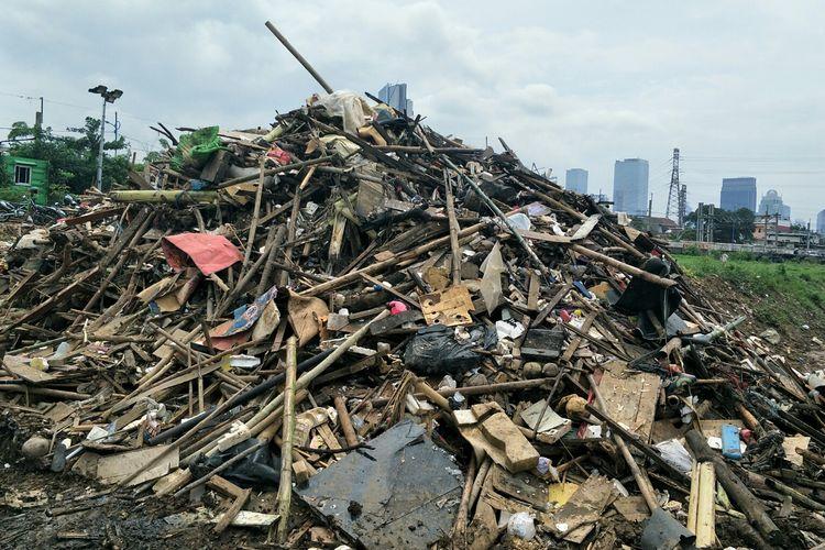 Kondisi Banjir Kanal Barat, Kali Ciliwung, Karet, Tanah Abang, Jakarta Pusat, Senin (13/1/2020).