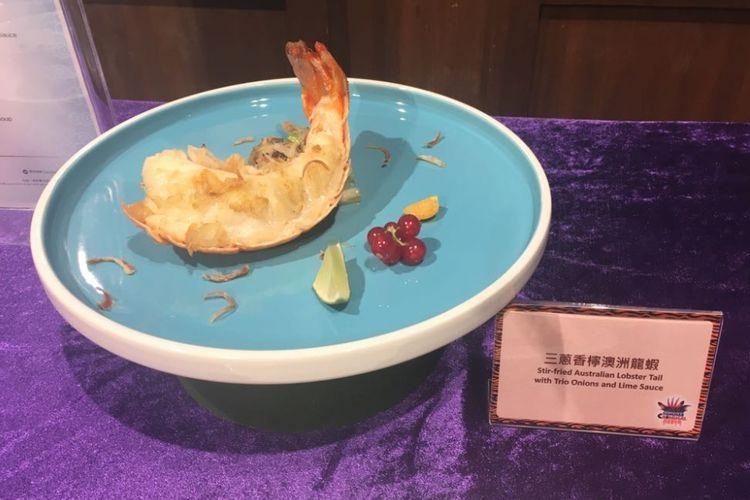 Lobster yang digoreng lalu ditumis dengan tiga jenis bawang dan disajikan bersama saus lemon. Menu ini hanya ada saat perayaan Summer Carnimal 2018 di Ocean Park Hongkong.