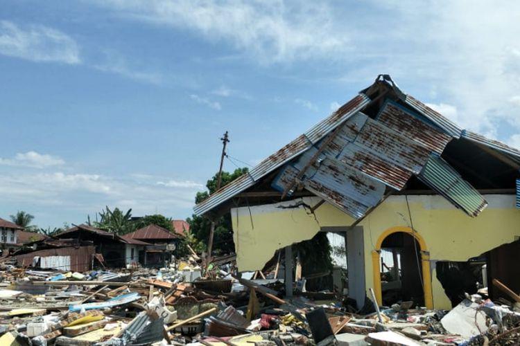 Dampak kerusakan akibat gempa Donggala dan tsunami Palu, Sulawesi Tengah, pada Jumat (28/9/2018), di Pelabuhan Wani 2, Kecamatan Tanatopea, Kabypaten Donggala, Sulawesi Tengah, Selasa (2/10/2018).