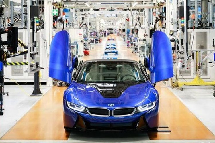 BMW i8 model terakhir yang diproduksi dari pabrik di Leipzig, Jerman.