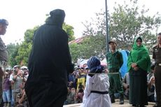 Pakai Hukum Adat, Kepala Kampung yang Berzina Lolos dari Eksekusi Cambuk