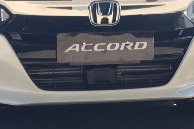 Sensor di tengah bagian bawah bemper depan Honda Accord