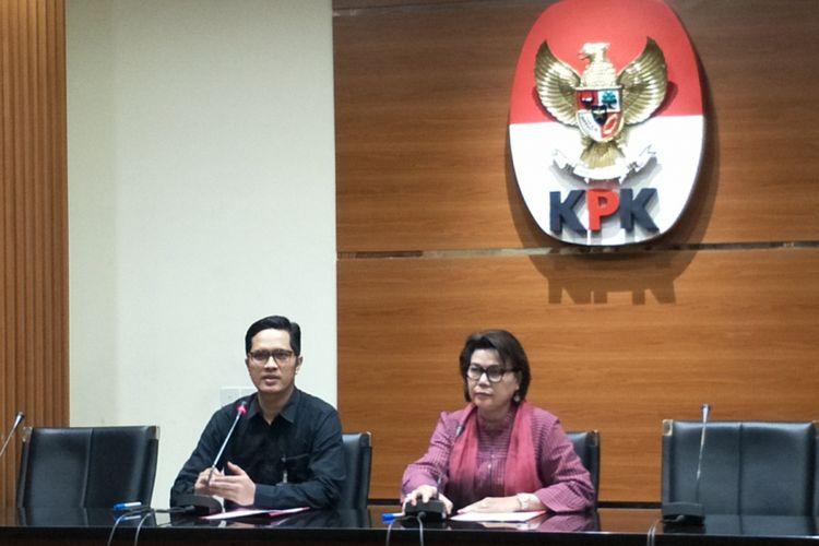 Wakil Ketua KPK Basaria Panjaitan saat memberikan keterangan pers di gedung KPK, Jakarta Selatan, Sabtu (14/7/2018).