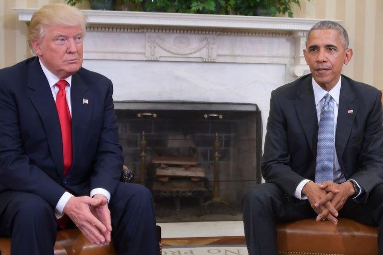 Presiden Amerika Serikat Donald Trump dan pendahulunya, Barack Obama, saat bertemu dan membicarakan mengenai transisi pemerintahan pasca-kemenangan Trump di Gedung Putih, pada 10 November 2016.