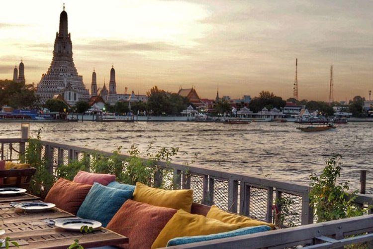 Pemandangan Kuil Wat Arun di Bangkok, Thailand.