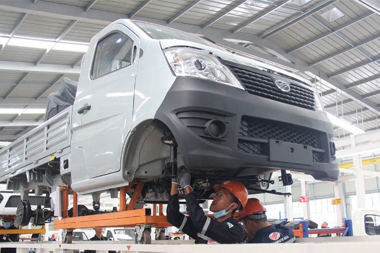 Mobil Esemka Bima 1.2 dan 1.3 di pabrik PT Solo Manufaktur Kreasi