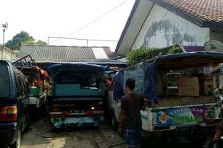 Kontrakan para penjual tahu bulat di kawasan Pamulang, Tangerang Selatan, Selasa (17/5/2016)