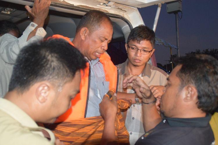 Kapal Motor (KM ) Fungka Permata III yang sebelumnya hilang kontak, ditemukan telah tenggelam di perairan Kabupaten Wakatobi, Sulawesi Tenggara, Minggu (17/9/2017) sekitar pukul 07.00 Wita. Beruntung, seluruh penumpang dan anak buah kapal (ABK) berhasil diselamatkan setelah sempat terapung dilautan selama enam jam.