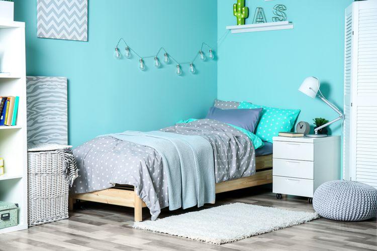 Ilustrasi inspirasi warna biru di kamar tidur.