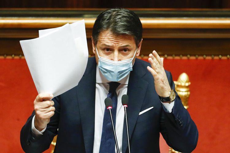 Perdana Menteri Italia Giuseppe Conte berbicara selama pidato terakhirnya di Senat sebelum mosi tidak percaya, di Roma, Selasa (19/1/2021).