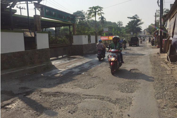 Kondisi Jalan Gas Alam, Cimanggis, Depok, Jumat (13/7/2018)