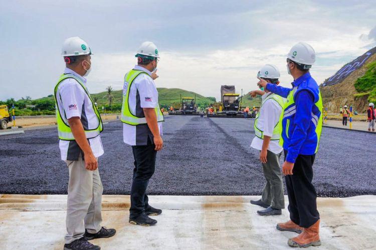 Lintasan balap untuk event Indonesian Grand Prix atau IndonesianGP di kawasan The Mandalika, Lombok, Nusa Tenggara Barat (NTB) mulai diaspal, Jumat (26/02/2021).