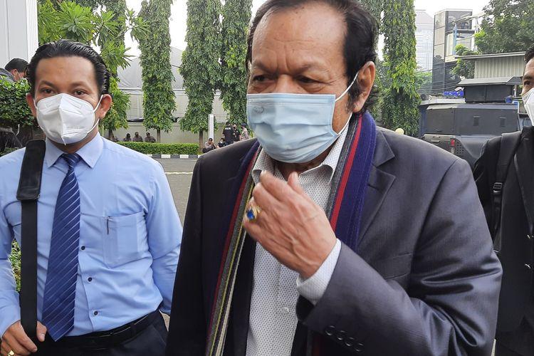 Pengacara Rizieq Shihab, Alamsyah Hanafiah, tiba di Pengadilan Negeri (PN) Jakarta Timur untuk menjalani sidang perdana Rizieq pada hari ini, Selasa (16/3/2021).