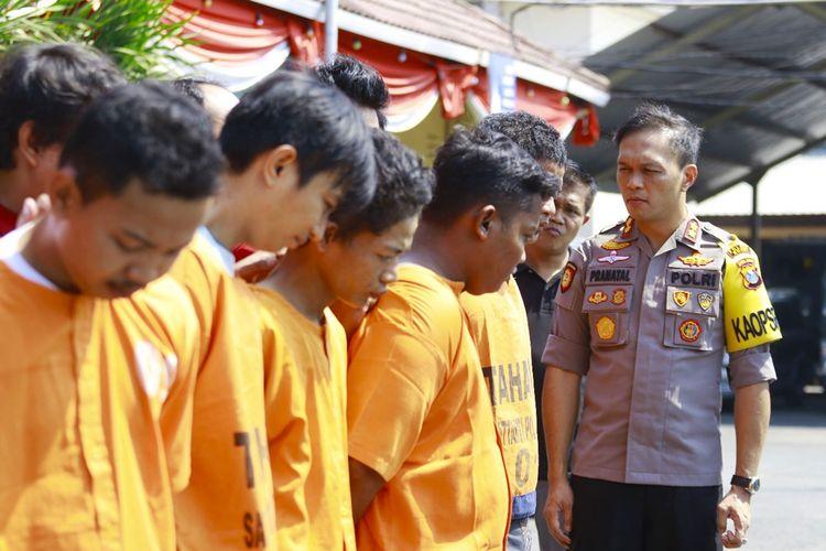 Kepolisain Resor Ngawi berhasil menggulung komplotan pencopet yang menggunakan petasan saat beraksi di konser music di Alun ALun  Ngawi Jumat (06/09) malam.