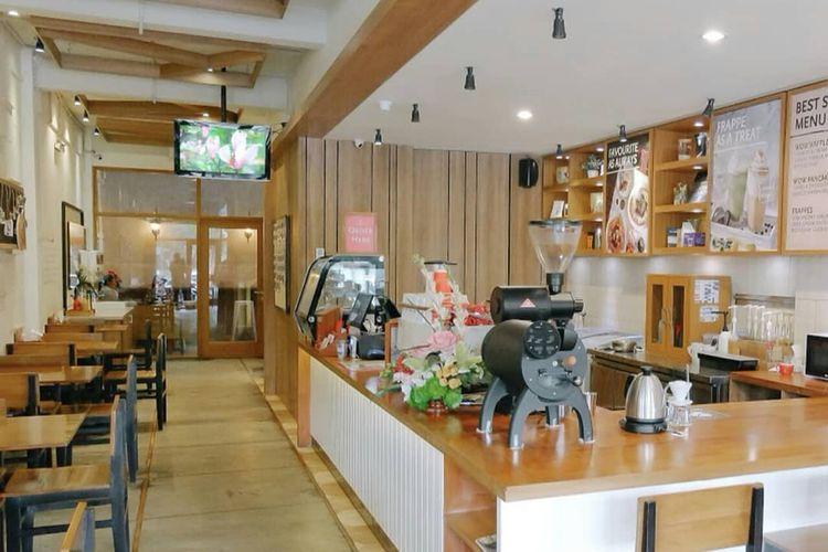 Salah satu ruangan di DeMandailing Cafe & Eatery, Surabaya.