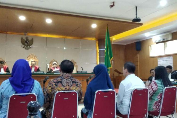 Para terdakwa Kasus suap proyek perizinan Meikarta tengah menjalani sidang dengan agenda pemeriksaan terdakwa.