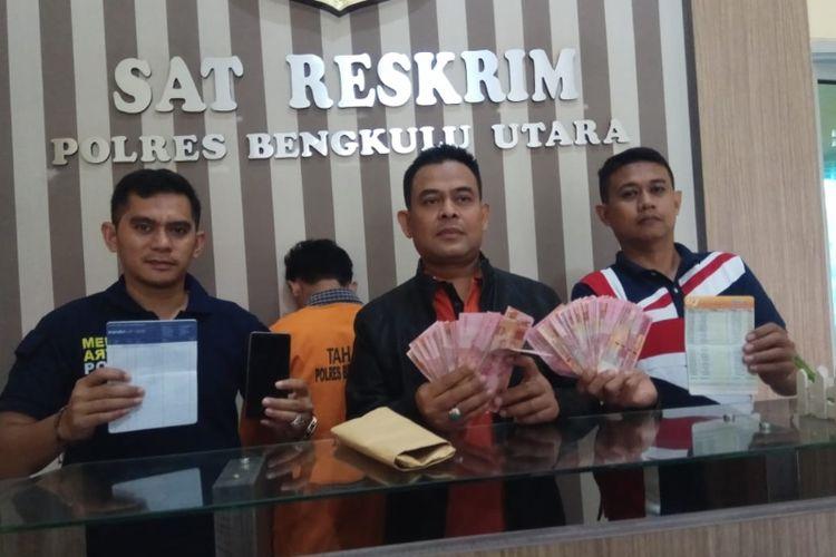 Polisi Resort Bengkulu Utara menggelar konfrensi pers terkait perkara OTT kepala desa peras pengusaha tambang, Sabtu (16/2/2019)