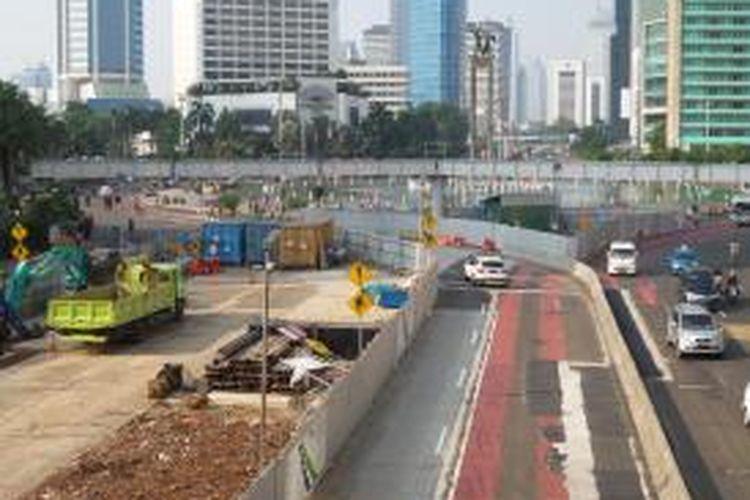 Lokasi proyek pembangunan mass rapid transit, di kawasan Bundaran HI, Jakarta.
