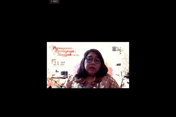 Rektor IKJ saat membahas kolonialisme pada perempuan Indonesia.