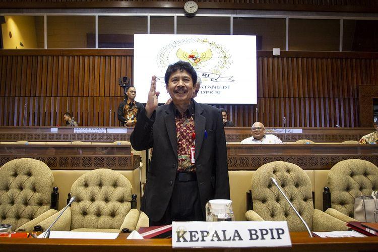 Kepala Badan Pembinaan Ideologi Pancasila (BPIP) Yudian Wahyudi bersiap mengikuti Rapat Dengar Pendapat (RDP) dengan Komisi II DPR di Kompleks Parlemen, Senayan, Jakarta, Selasa (18/2/2020). Rapat tersebut membahas program kerja BPIP. ANTARA FOTO/Dhemas Reviyanto/aww.