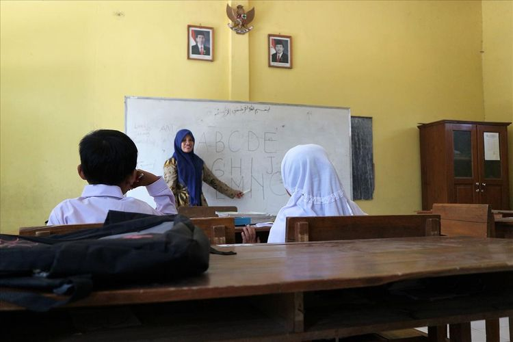 Aktifitas belajar mengajar di SDN Sumberaji II di Dusun Ngapus, Desa Sumberaji, Kecamatan Kabuh, Kabupaten Jombang, Jawa Timur, Selasa (16/11/2019). Pada tahun ini, SDN Sumberaji II hanya kedatangan 2 murid baru.
