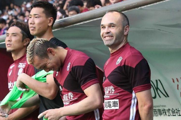 Andres Iniesta bersiap melakoni debut bersama Vissel Kobe pada pertandingan Liga Jepang melawan Shonan Bellmare di Stadion Noevir, 22 Juli 2018.