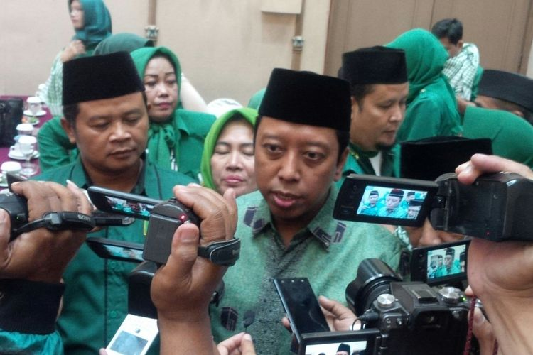 Ketua Umum PPP, Romahurmuziy seusai memberikan pembekalan terhadap para caleg PPP di Solo, Jawa Tengah, Rabu (10/10/2018).