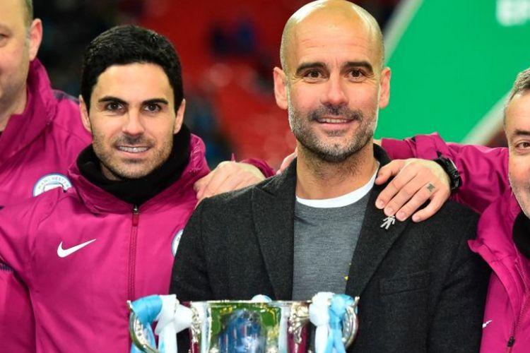 Mikel Arteta dan Pep Guardiola merayakan keberhasilan Manchester City menjuarai Piala Liga Inggris, 25 Februari 2018.
