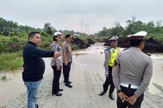 Jalan Menuju Pelabuhan Buton di Riau Ambles, Satu Unit Truk Tertimbun