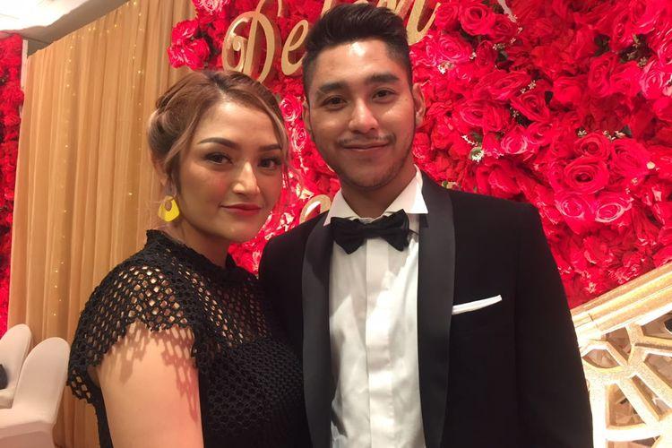 Siti Badriah dan suaminya Krisjiana saat ditemui di resepsi pernikahan Delon dan Aida di Grand Hyatt, Jakarta Pusat, Minggu (11/11/2019).