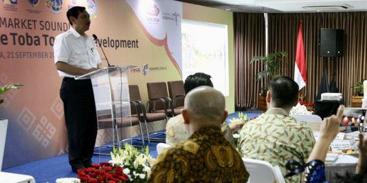 Menteri Koordinator Bidang Kemaritiman Luhut Binsar Pandjaitan, yang juga Ketua Dewan Pengarah Badan Pelaksana Otorita Danau Toba (BPODT) pada kegiatan Pre-Market Sounding Pengembangan Kawasan Pariwisata di Danau Toba, Jumat (21/9/2018) di di Gedung Kementerian Koordinator Bidang Kemaritiman, Jakarta.