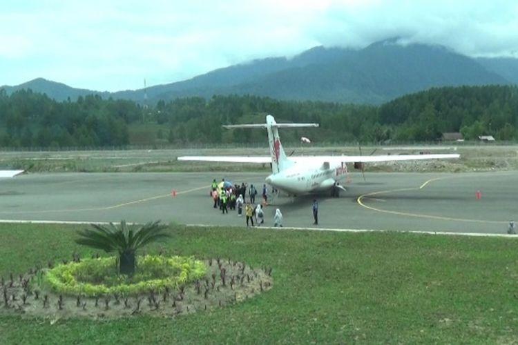 Bandar Udara (Bandara) Toraja (Toraja Air Port) di kecamatan Mengkendek, Kabupaten Tana Toraja, Sulawesi Selatan akan diresmikan Presiden RI Joko Widodo (Jokowi) besok, Kamis (18/03/2021).