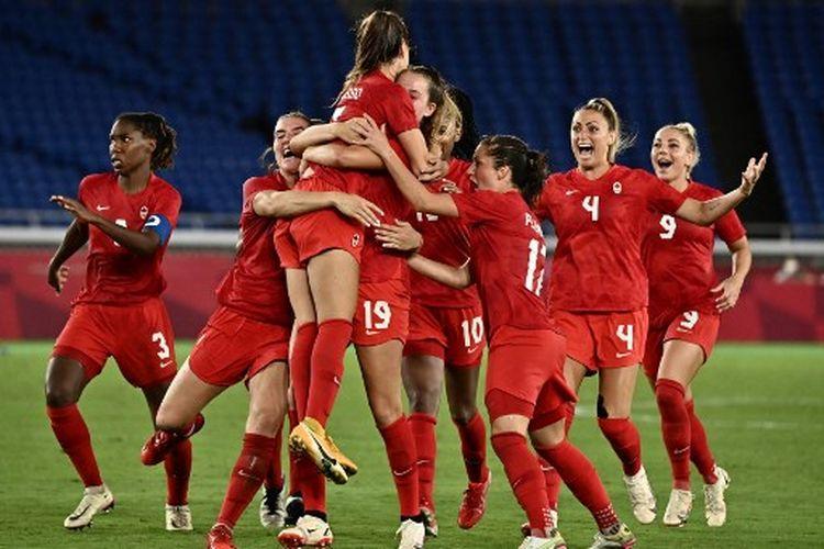 Para pemain timnas putri Kanada ketika merayakan kemenangan 3-2 (1-1) atas Swedia pada final Olimpiade Tokyo 2020 yang dihelat di Yokohama International Stadium pada, Jumat (6/8/2021) malam WIB.