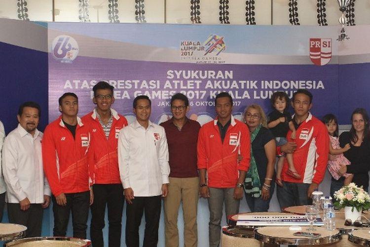 Para atlet renang peraih medali emas pada SEA Games XXIX/2017 menerima bonus dari PP PRSI.