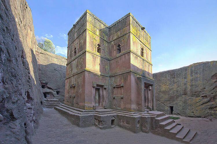 Gereja Lalibela Rock-Hewn adalah situs suci Kekristenan Ethiopia dan telah dimasukkan dalam Daftar Warisan Dunia UNESCO pada tahun 1978.