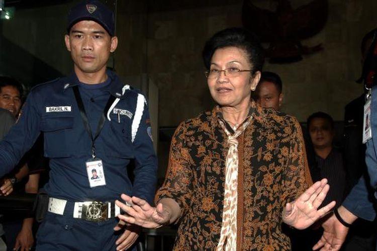 Mantan Menteri Kesehatan Siti Fadillah Supari. KOMPAS IMAGES/KRISTIANTO PURNOMO