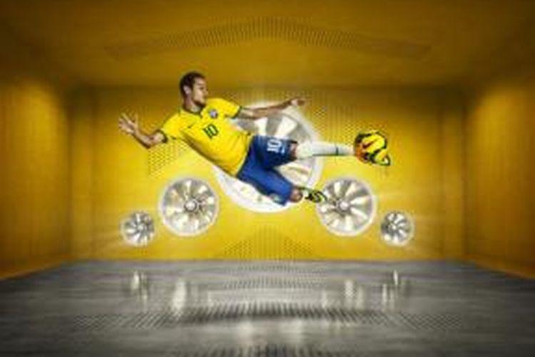 Gelandang Brasil, Neymar da Silva dengan seragam baru yang bakal dipakai pada Piala Dunia 2014.