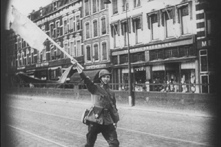 Belanda menyerah pada hari kelima serbuan tentara Nazi Jerman pada Mei 1940. Upaya perlawanan Belanda itu kelak dikenang dengan Slag om Nederland?Pertempuran Belanda.