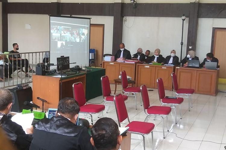 Sidang dengan agenda dakwaan terhadap dua anak buah Alex Noerdin yakni Mukti Sulaiman dan Ahmad Nasuhi digelar secara virtual di Pengadilan Negeri Palembang, Kamis (23/9/2021).