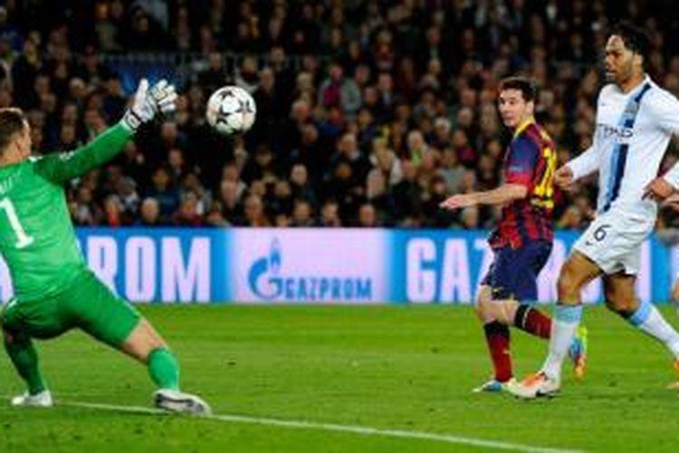 Proses gol penyerang Barcelona, Lionel Messi, saat melawan Manchester City pada leg kedua babak 16 besar Liga Champions di Camp Nou, Rabu (12/3/2014).
