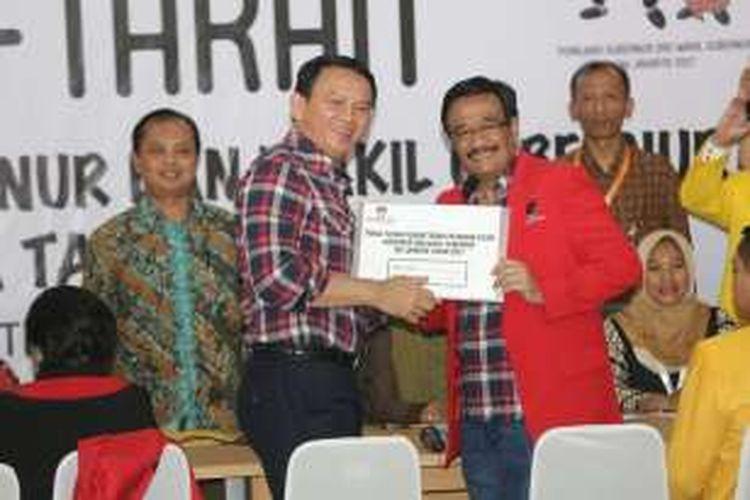 Basuki Tjahaja Purnama (Ahok) dan Djarot Saiful Hidayat diantar Megawati Soekarnoputri saat mendaftar di KPU DKI Jakarta, Rabu (21/9/2016).