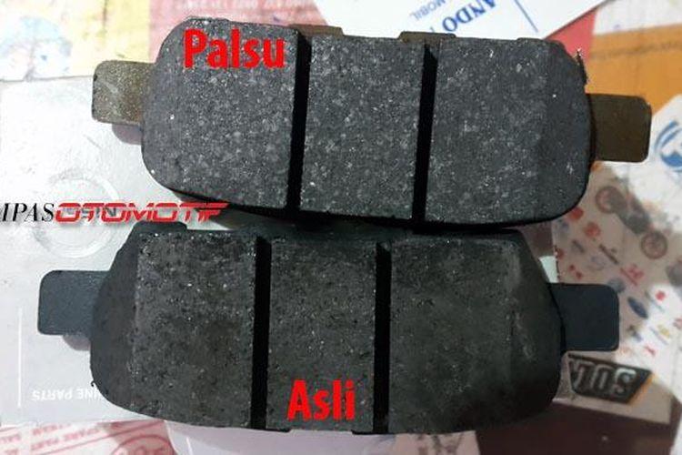 Kampas rem asli dan imitasi bisa dibedakan dari materialnya. Pada barang palsu lebih berkilau karena banyak menggunakan bahan metal sedangkan yang asli lebih kasar.