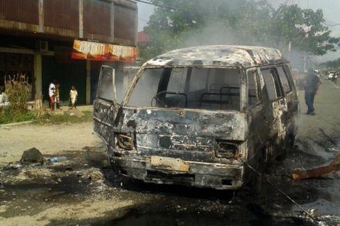 Angkutan Umum Dibakar Setelah Tabrak Lansia di Jayapura